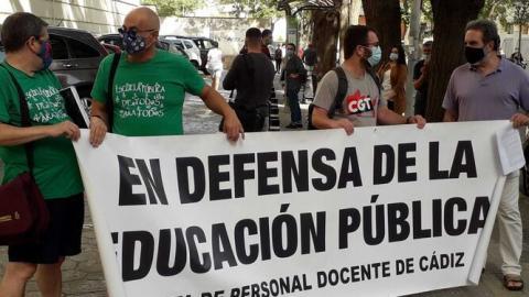 """El profesorado dice que no tolerará más """"el despotismo de la Delegación de Educación"""""""